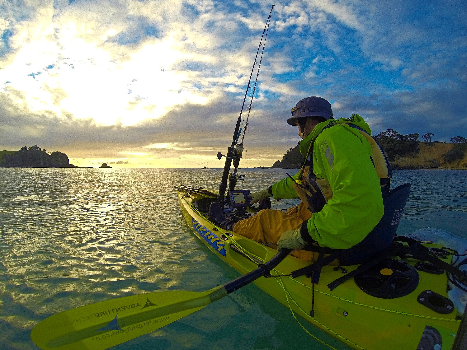 Lowrance Elite 5 sounder to locate fish when kayak fishing in shallows